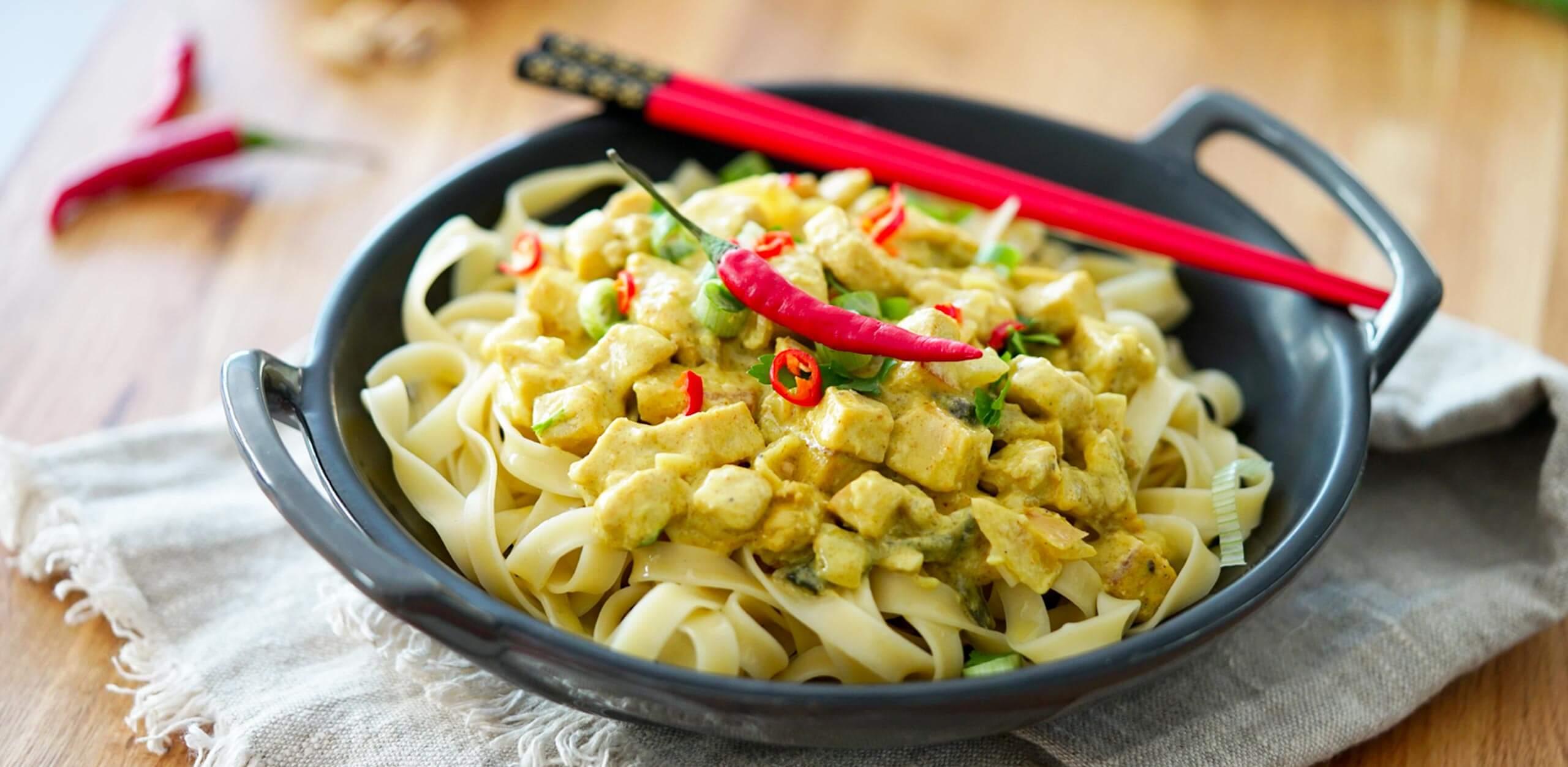 Tagliatelles au poulet et curry